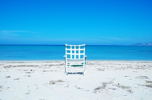 海と浜辺と椅子